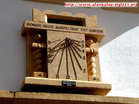 Reloj vertical declinante de hora local